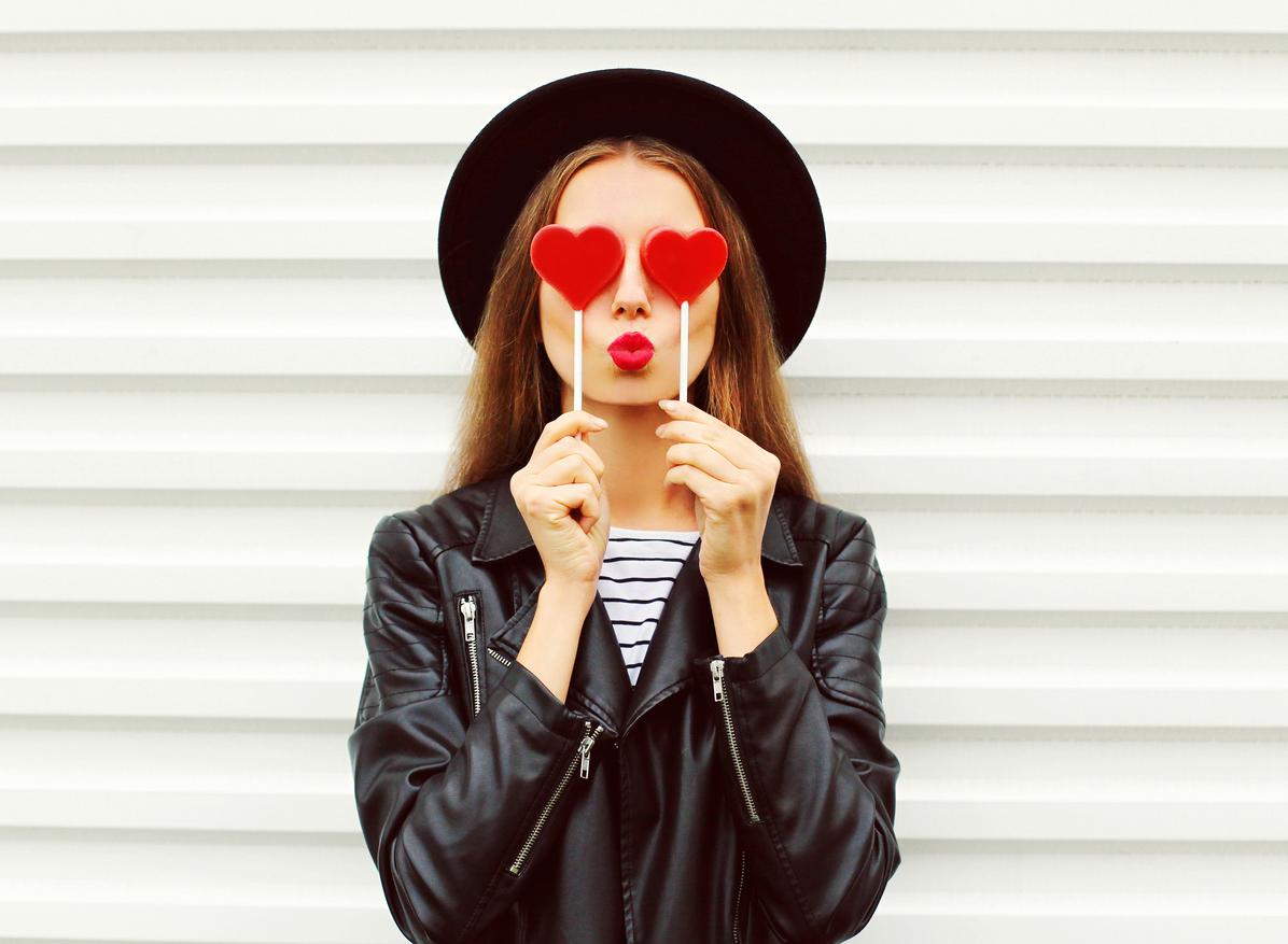 Hvordan legge leppestift over leppepomade